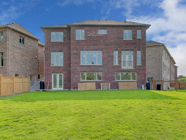 modern home with luxury backyard -Custom Home Experts