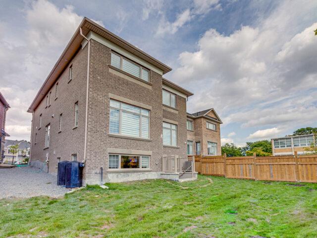 amazing home with luxury backyard - custom home builders toronto