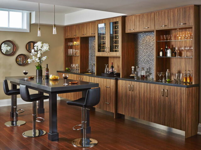 Modern Kitchen Bar in Luxury Custom Home Toronto