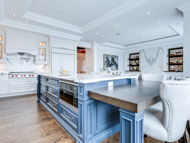 classic kitchen with crown moulding \- custom home contractor